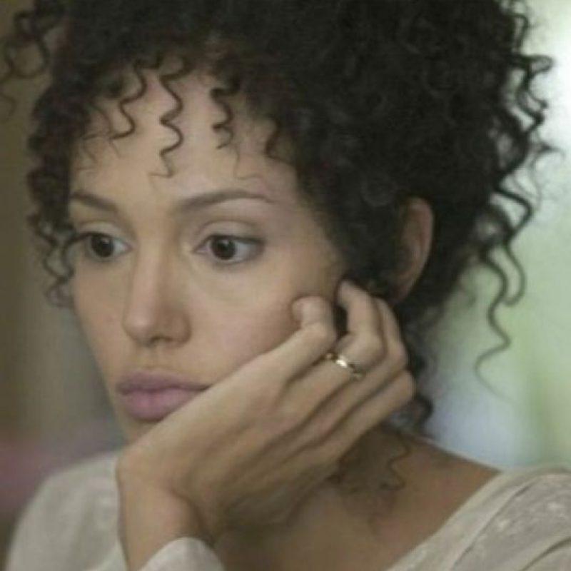 """Angelina Jolie interpretó a la periodista francesa Marianne Pearl en """"A Mighty Heart"""", en 2007. Foto:vía Paramount Vantage"""