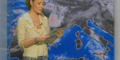 """Considerada una de las mujeres más bellas del tiempo en Italia. En el programa de noticias """"Meteo 4"""" Foto:Vía Youtube"""