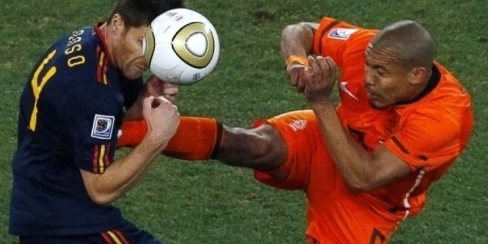 3. La patada de Nigel de Jong Foto: Getty Images
