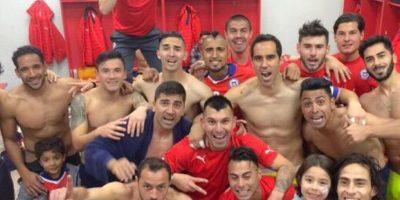 Y así el equipo completo. Foto:Vía instagram.com/claudiobravo1