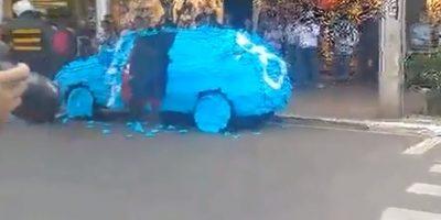 En Sao Paulo, un conductor aparcó en el lugar para los discapacitados. Foto:vía Youtube/Brazilian Guy