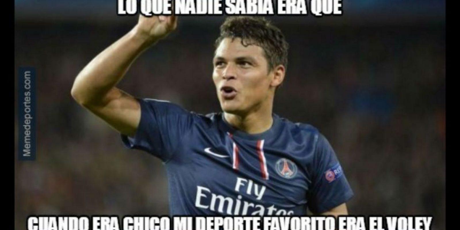 """Pero """"todo se derrumbó"""" con una mano de Thiago Silva. Foto:memedeportes.com"""