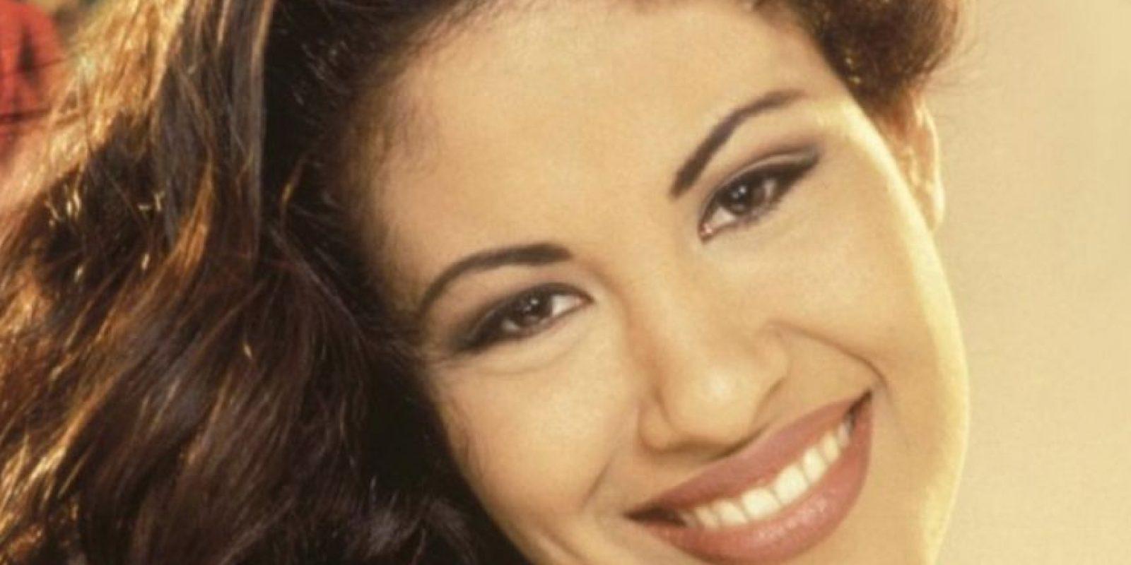 """En 2008, Angélica Zambrano Mora, predicadora ecuatoriana, fue al infierno, ya que supuestamente estuvo muerta por 23 horas. Allí vio a Selena Quintanilla, una cantante que le gustaba mucho. Supuestamente estaba rodeada de llamas y suplicaba por piedad. Le dijo a Zambrano Mora, según su relato, que le dijera al """"mundo"""" que dejasen de oír sus canciones y bailarlas, porque cada vez que lo hacían ella era atormentada aún más. Foto:vía Getty Images"""