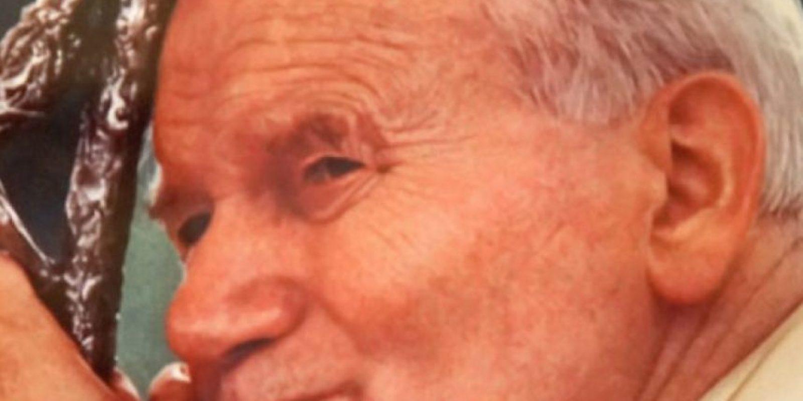 """El Papa Juan Pablo II también fue visto en el """"infierno"""", según la visión de Angélica Zambrano Mora. Ella le preguntó a Jesús por qué estaba en ese lugar y afirmó que era por haber negado que el Infierno existe y por haber preferido el dinero. Zambrano afirmó haberlo visto con serpientes que entraban y salían de su garganta. Foto:vía Getty Images"""