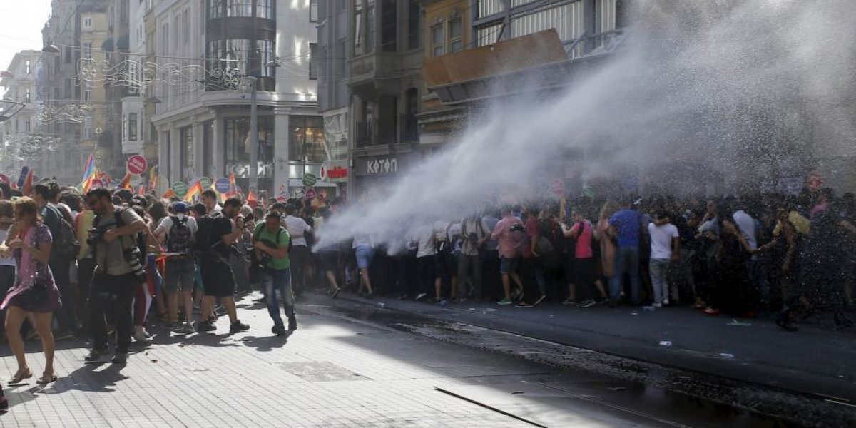 FOTOS: Violencia en Turquía durante marcha gay