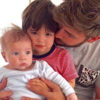 Parece que hasta tienen el mismo peinado. Foto:Vía instagram.com/gerardpique