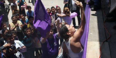 EN IMÁGENES. Joven expresa su repudio a Portillo en San Lucas Tolimán
