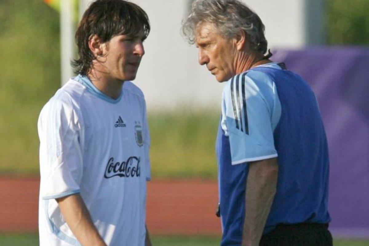 En 2004, Messi jugó por primera vez con la camisola albiceleste en un amistoso contra Paraguay. Foto:Publinews