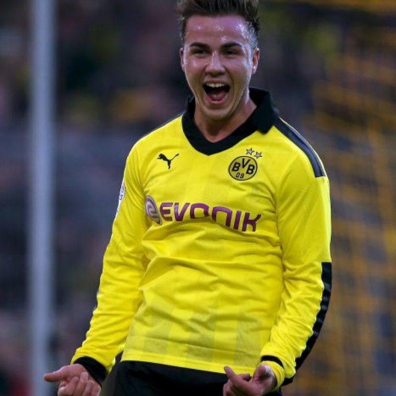 Götze hizo lo mismo que el polaco. En 2013 cambió el Borussia por el Bayern y los hinchas respondieron con repudio hacia él, quemaron sus playeras y le dedicaron pancartas con mensajes obscenos. Foto:Getty Images
