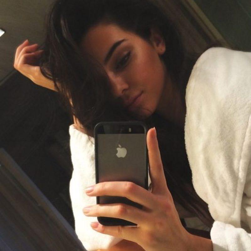 """7. A los 18, la vida de Kim era muy distinta de la de Kendall: era la """"asistonta"""" explotada de Paris Hilton. Y se había casado por primera vez. Su hermana, por otro lado, cuenta con miles de seguidores, una carrera en el modelaje y con varios pretendientes como Harry Styles. Foto:Instagram/Kendall Jenner"""