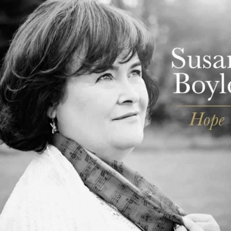 """Cantaba en pequeños lugares y trató de presentarse alguna vez a un programa de televisión. Se burlaron de ella. Hasta que en 2009, en """"Britain´s Got Talent"""", se presentó ante Simon Cowell, Amanda Holden y Piers Morgan, que tenían serias dudas sobre su edad y por cómo lucía. Foto:vía Facebook/Susan Boyle"""