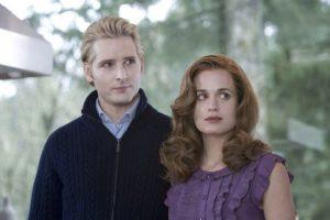 """Peter Facinelli y Elizabeth Reaser interpretaron a los padres adoptivos de """"Edward Cullen"""" (Robert Pattinson) Foto:iMDB"""