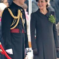La esposa del príncipe Guillermo tuvo un embarazo muy discreto, pues apenas se podía percibir su pancita. Foto:Getty Images