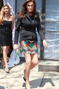 5.- En cuanto a la combinación falda y blazer, Caitlyn tiene muchas cosas para enseñarle a Kris. Foto:The Grosby Group