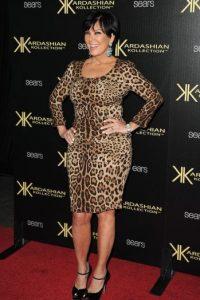 Por su parte, Kris debería recordar que las curvas se enmarcan más con este tipo de prenda. Foto:Getty Images