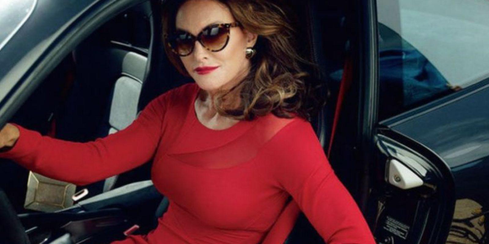 6.- Aquí Caitlyn Jenner enfundada en un vestido rojo que resalta sus atributos. Foto:vía instagram.com/kourtneykardashian