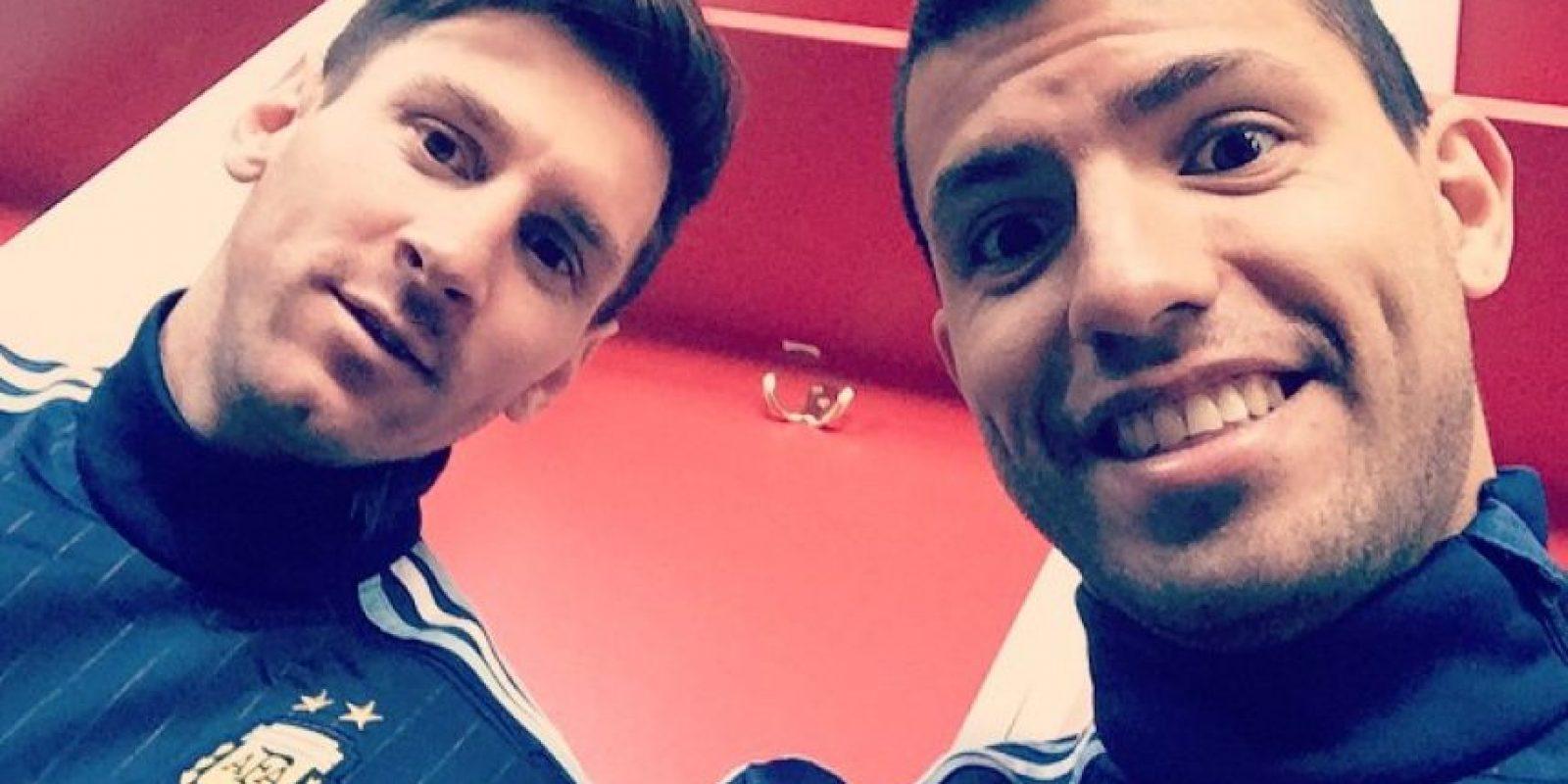 """El """"Kun"""" Agüero, uno de los más seguidos, no ha compartido muchas fotos de la concentración, por ejemplo este selfie con Messi. Foto:Vía instagram.com/aguerosergiokun16"""