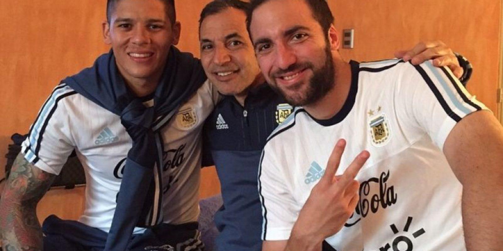 """Y un recuerdo con el """"Pipa"""" Higuaín y """"Marito"""", integrante del cuerpo técnico de Argentina. Foto:Vía instagram.com/marcosrojo"""