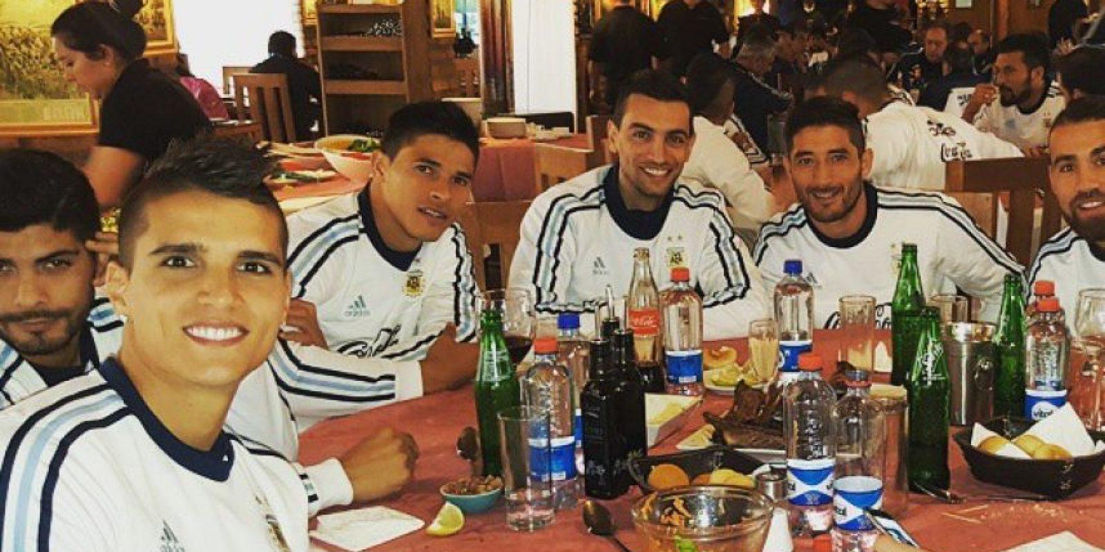 Y aquí en una cena. Foto:Vía instagram.com/coco_lamela11