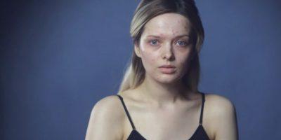 """Mientras las mujeres deben lucir """"naturales"""" (pero maquilladas), la industria cosmética tan solo en Estados Unidos facturó 10.2 billones de dólares. Foto:vía Youtube/My Pale Skin"""