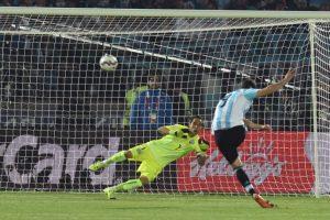 4. Las fallas de Gonzalo Higuaín en la final. El delantero voló su penal Foto:AFP