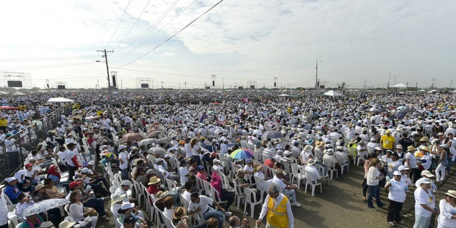 Miles de feligreses lo esperaban Foto:AFP