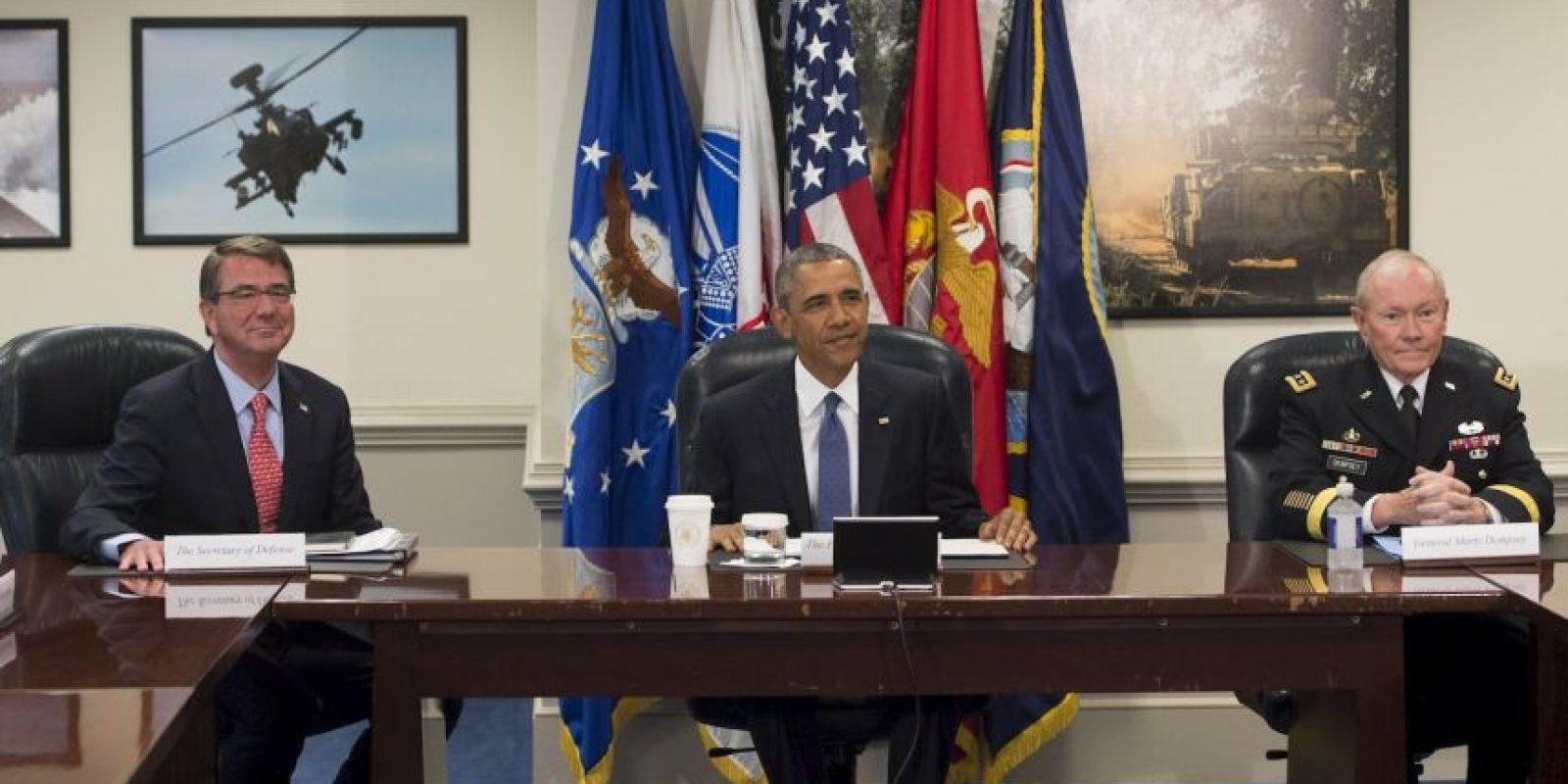 El presidente estadounidense Barack Obama se reunió con el Secretario de Defensa y otros altos funcionarios militares para una actualización sobre la campaña contra el grupo Estado Islámico. Foto:AFP