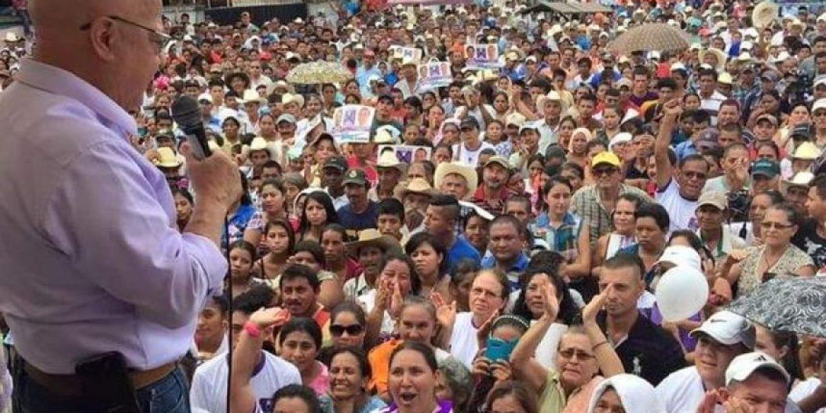 Lizardo Sosa apoya a su rival política, Zury Ríos