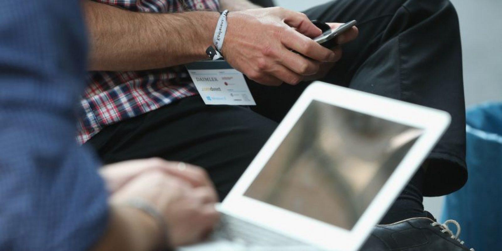 Antes de descargar una aplicación, tomen un momento para leer sobre ella. A veces, se descargan cosas que al final perturban más la rutina Foto:Sean Gallup/Getty Images