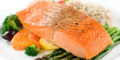 Es de las variedades de pescado con mayor contenido calórico, asimila en mayor cantidad toxinas como las dioxinas y mercurio, razón por la cual Noruega (mayor productor de salmón en el mundo). Se recomienda no consumir más de dos veces a la semana este pescado. Foto:Wikimedia