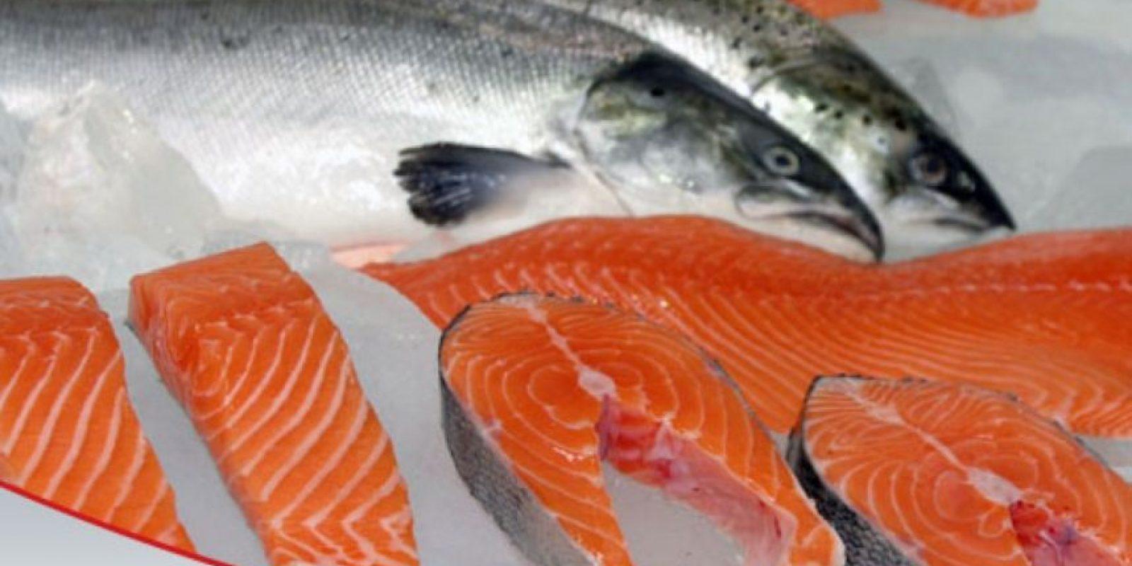 LO QUE SE DICE: El salmón por su alto contenido de ácidos grasos omega 3 es un alimento ideal para bajar el colesterol y bajar de peso. Foto:Wikimedia