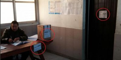 Insólito, instalan cuarto de votación en baño de Argentina