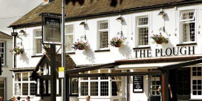Este es el bar que causó sensación en la familia Lawrence. Foto:Vía facebook.com/theploughwhitchurch