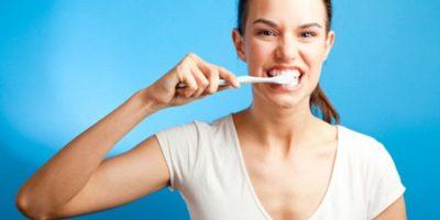 8. Si olvidan cepillarse antes, esperen una hora después de haber comido, para que la saliva neutralice los ácidos. Foto:Pixabay
