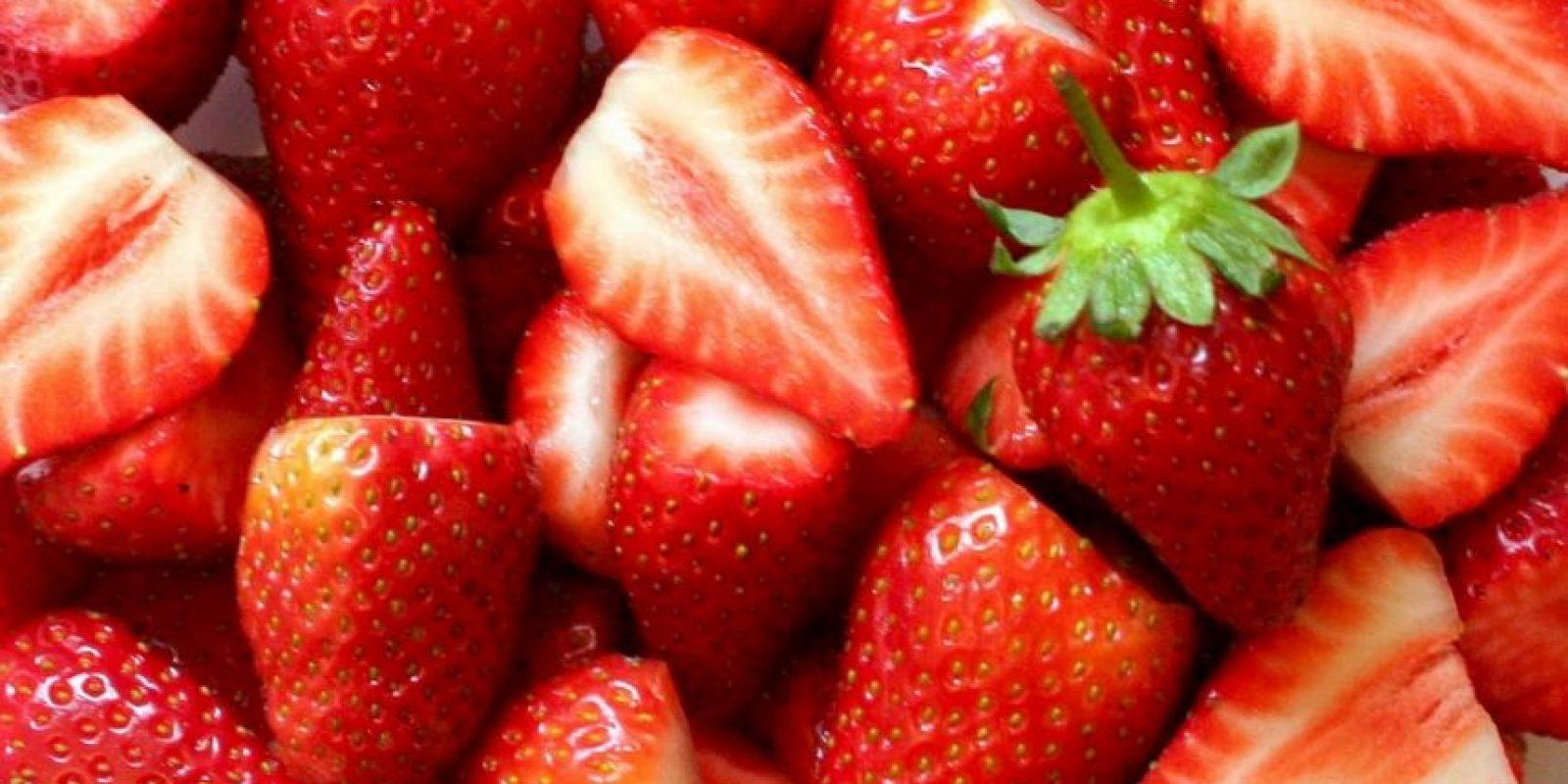6. Fresas con bicarbonato para blanquear los dientes. Esta combinación actúa como blanqueador natural. Foto:Getty Images