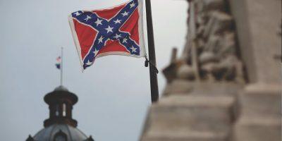 El Senado de Carolina del Sur votó a favor de quitar la bandera confederada del Capitolio del estado. Foto:AP