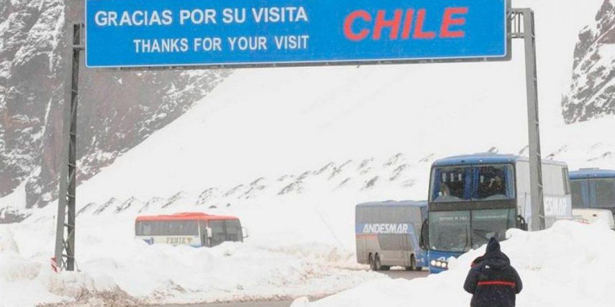A la afición argentina le llovió sobre mojado en su regreso desde Chile