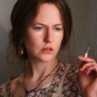 """Kidman cambió la forma de su nariz, convirtió su rubia melena en una castaña y se despojó de todo el maquillaje para interpretar a """"Virginia Woolf"""". Foto:IMDB"""