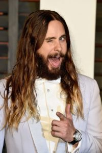 El actor aumentó drásticamente de peso para interpretar a David Chapman, el asesino de John Lennon. Foto:Getty Images