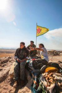 """6. """"Como mujeres defendemos y protegemos a nuestro pueblo"""", dijo Hadiye Yusuf, integrante de las YPG a """"CNN"""". Foto:Getty Images"""