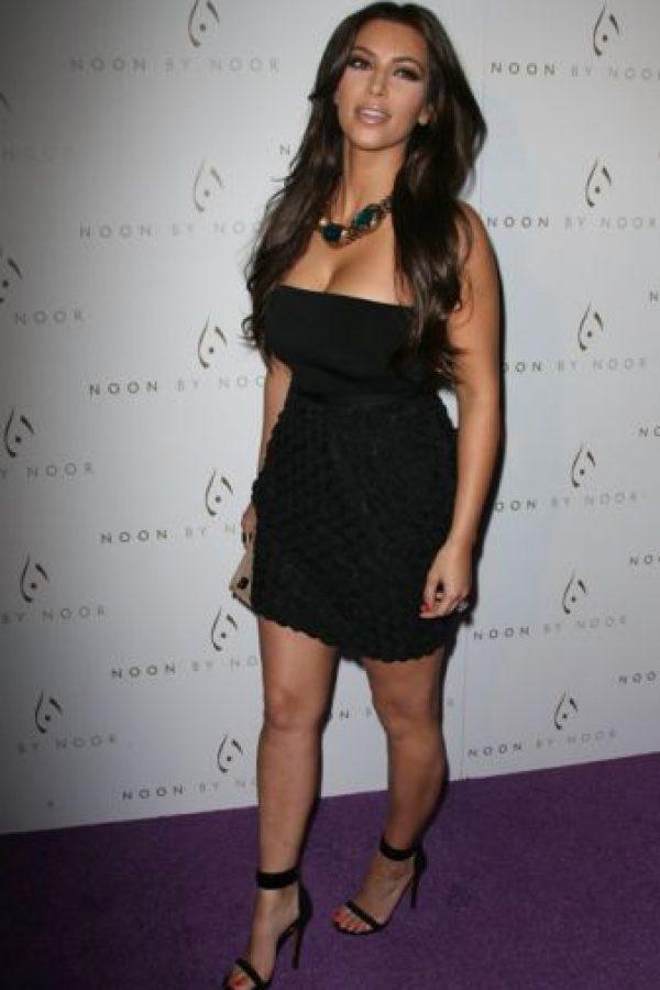 """Kim con vestido de """"chica de fiesta"""" común. Foto:vía Getty Images"""