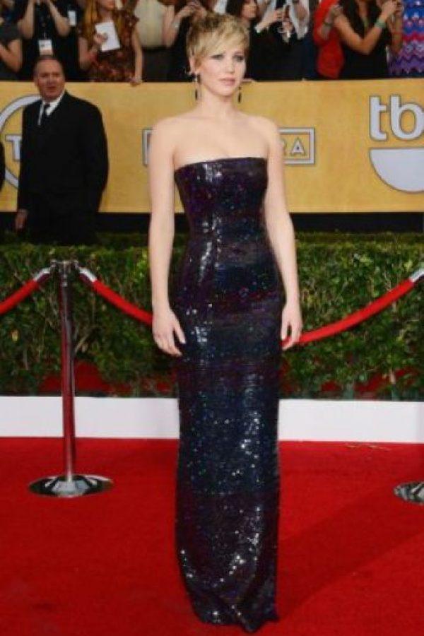 """Jennifer Lawrence: muchas personas dijeron que esta actriz estaba muy gorda para representar a Katniss Everdeen en The Hunger Games. Lawrence respondió a través de una entrevista con Elle diciendo """"Nunca me mataré de hambre por un papel… no quiero que niñas pequeñas digan, 'me quiero parecer a Katniss así que no cenaré'. Es algo de lo que estuve mu consciente durante mi entrenamiento"""". Foto:vía Getty Images"""
