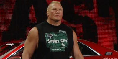 WWE: Brock Lesnar destruye un auto en vivo y casi hiere al público