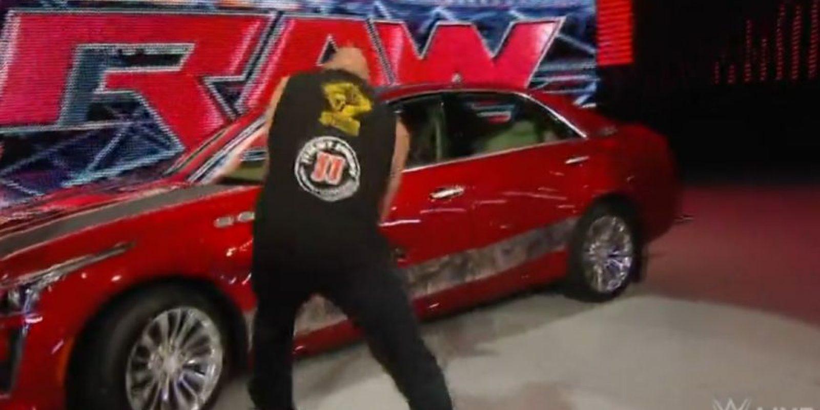 """La """"Bestia"""" sigue aterrorizando al campeón Seth Rollins Foto:WWE"""