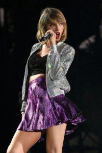 Esta ocasión, Taylor le donó 50 mil dólares a una fan que es víctima del cáncer. Foto:Getty Images