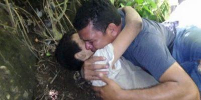 El abrazo con su padre Foto:Publinews Guatemala