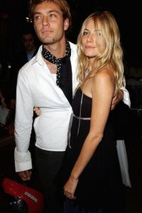 El actor británico engañó a la actriz Sienna Miller con la niñera. Foto:Getty Images