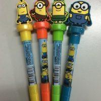 """20.- Estas plumas que además de tener un sello de """"Minion"""", sirven para lanzar burbujas de jabón. Foto:vía instagram.com/minions_muakmuak_hk"""