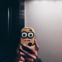 """22.- Una funda para tomarse selfies con un """"Minion"""" Foto:vía instagram.com/linasznurekkk"""