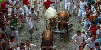3. Curva de la Estafeta: tiene un giro de 90 grados, que provoca que los toros resbalen Foto:Getty Images